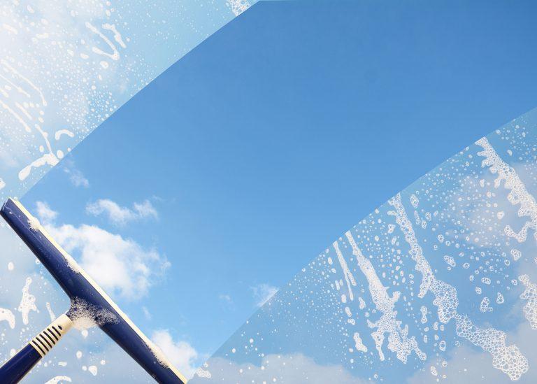 EWM Städ- och- fastighetsservice putsar fönster